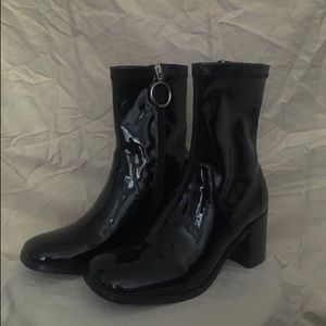 NWB UNIF Gia boots in size 8